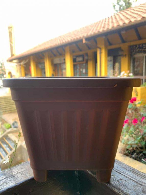 Macetero cuadrado café H.A.